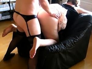 Geil in Nylons gefickt und auf den Arsch gespritzt