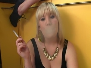 Another pretty exclusive video clip from SmokeItBitch.com is here - enjoy...