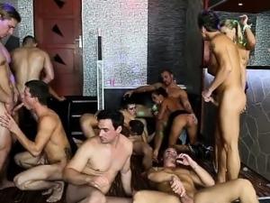 Bisex sluts suck cock