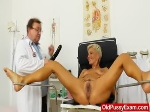 Blondes mamma gyno in addition to a little extra free