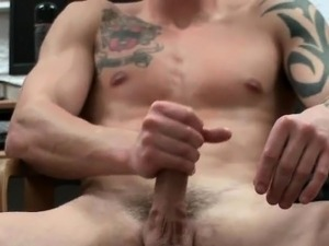 Amazing muscled and tattoed hunk jerking part1