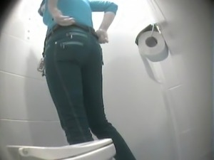 pissing in toilet 6158 free