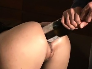 girls putting fist up pussy