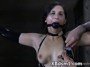 Explicite Domme Bondage Girl Entertaining Pain