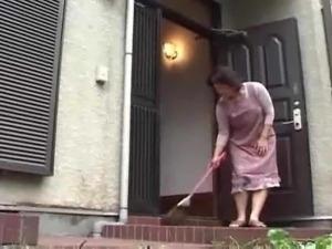 girl on toilet pooping video
