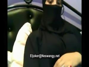 arab girl show her body www.sexy-dating6.com free