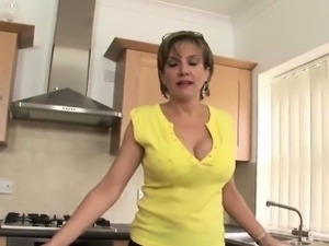 Adulterous british milf lady sonia shows her huge breasts