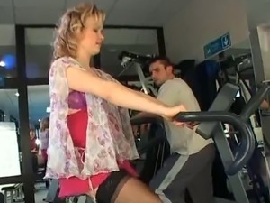 Pregnant milf gets a workout