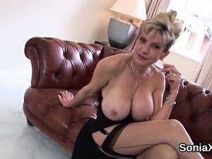 Adulterous uk mature lady sonia reveals her massive titties