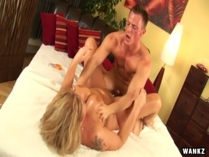 Trashy looking mature blonde Rosalyn gets her twat fucked with four fingers...