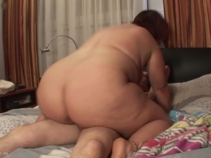 Skinny guy gets horny with a BBW and fucks her wet box