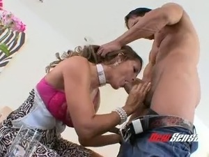 Dark haired gorgeous MILF Monique Fuentes blow hard thick cock