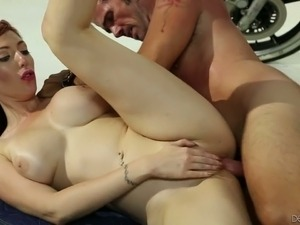 Ginger milf Lauren Phillips gives her head and gets rammed