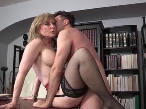 Nasty mature blonde gets her seasoned cunt penetrated