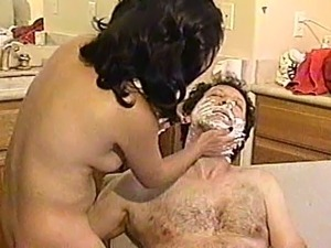 Asian amateur gives him a shaved and sucks off that dick
