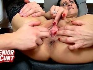 czech pissing pussy