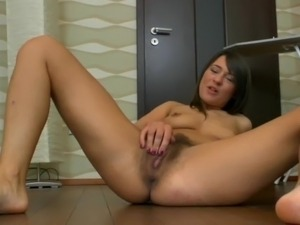 Young hairy pussy lips
