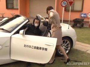 Smar-lokking Japanese milf enjoys rear pounding outdoors