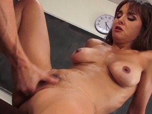 Cytherea is very hot and deserves to get bonked in the kitchen