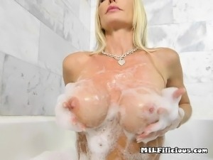 girls showering sex
