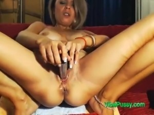 Toy Made This Milf Pussy Squirt
