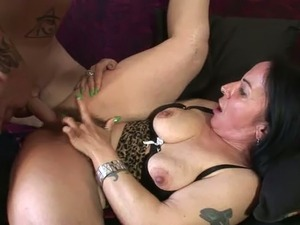 Making her shave her pussy bald