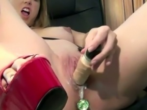 Pregnant girlfriend double penetrates herself in kinky solo video