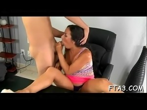 Dude wants to fuck his doxy in office