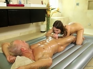 Dirty and hot masseuse Riley Reid finally gets to fuck her mature client