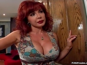 Mature lady Sexy Vanessa offers her body to a stallion