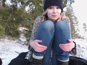 teen outdoor hanjob video