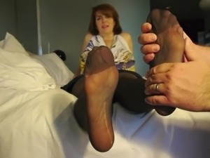 Mature pantyhosed soles feet