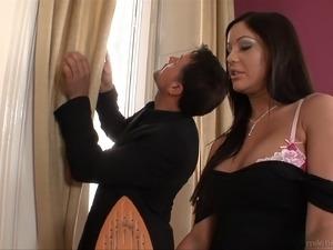 b tits brunette galleries