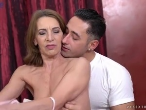 Perverted wrinkled mature slut Viol gives damn good blowjob to stud