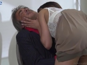 Lewd man wanks while watching the way young Esperanza del Horno works on dick