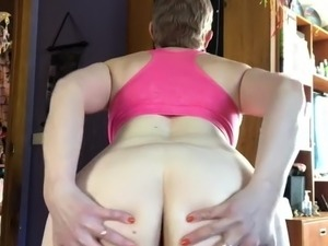 Peeing while showing my ass