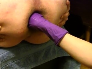 Kinky amateur guy taking two fists up his hungry anal hole