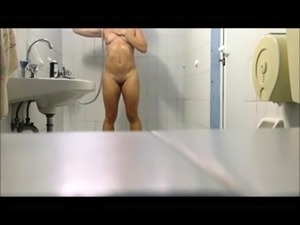 Desirable amateur milf with a wonderful ass takes a shower