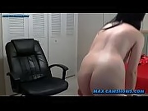 Busty Pinup Model Dildoing On Webcam
