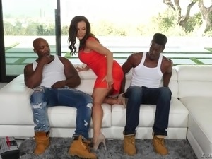 Incredibly voracious MILF Lisa Ann jumps on BBC while sucking the other black...