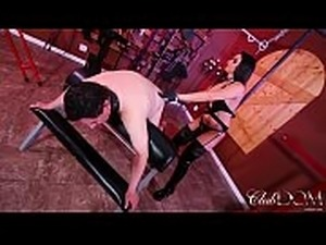 Sheena Straps Her Slave/Stretch Your Ass for Goddess Sheena