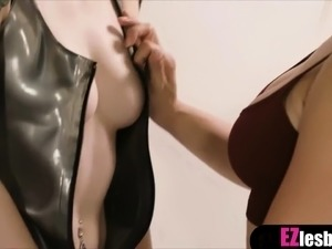Hot latex fetish photo session with end in lesbian sex