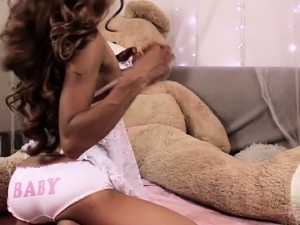 Striking ebony camgirl with a lovely ass plays with sex toys