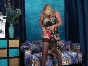 Curvaceous auburn mature lady Amy Goodhead wanna tease her old cunt