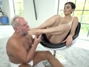 Bearded plump pervert bangs juicy inviting pussy of Yasmeena doggy style