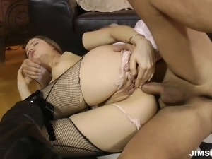 Huge cock of old man pleases the hot babe