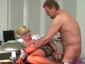 Office die notgeile chefin milf 480p.mp4