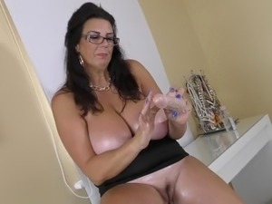 Top mature woman with huge juicy boobs
