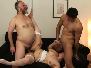 Hairy grandma threesome after pussy toying