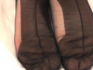 Wrinkled Soles in Fully Fashioned Nylons